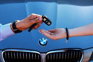 Как правильно продавать дорогую машину?
